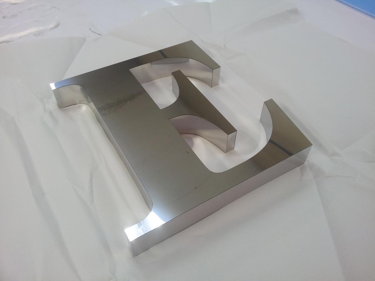 Металлические объемные буквы из полированной нержавейки под серебро.